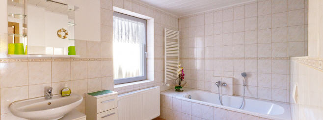 rollo badezimmer warema jalousie im badezimmer badezimmer rollo warema renkhoff se affordable. Black Bedroom Furniture Sets. Home Design Ideas